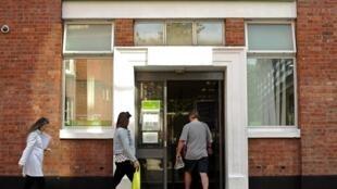 Les chômeurs seront privés  d'allocations pour trois mois s'ils refusent une offre, et pour  trois ans s'ils rejettent trois offres.