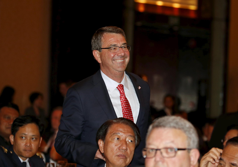 """Bộ trưởng Quốc phòng Mỹ Ashton Carter trong phiên khai mạc """"Đối thoại Sangri-La"""" tại Singapore, ngày 29/05/2015."""
