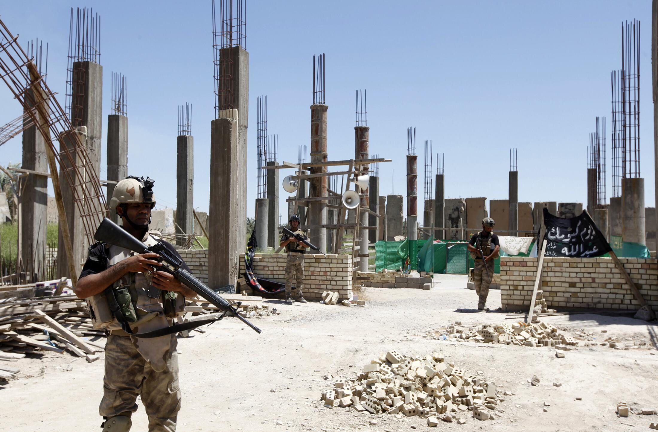 Forças de segurança do Iraque vasculham área de atritos com o EIIL.
