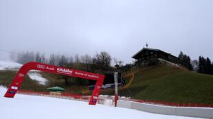 Les épreuves de Coupe du monde messieurs de ski alpin prévues ce week-end à Kitzbühel, en Autriche, sont annulées après la découverte de 17 cas de Covid-19