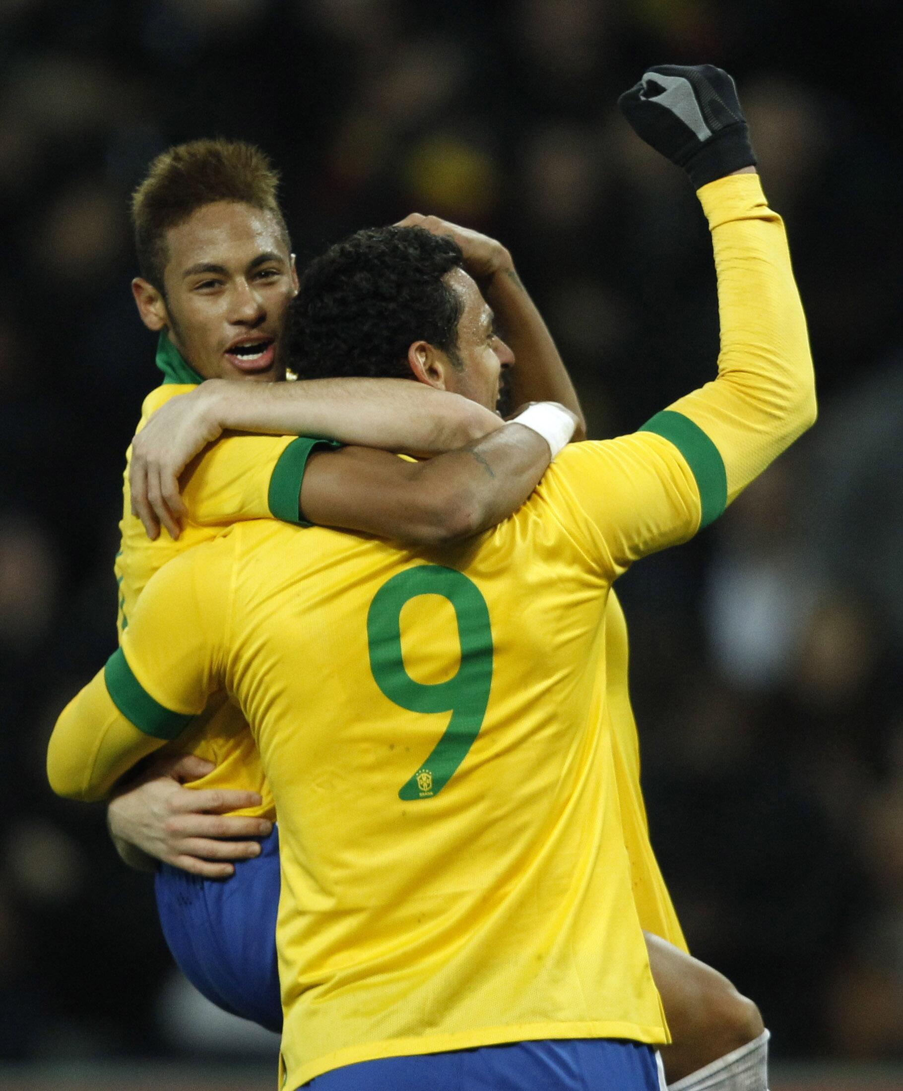 Neymar comemora gol contra a Itália no amistoso de quinta-feira, 21 de março de 2013, em Genebra, na Suíça.