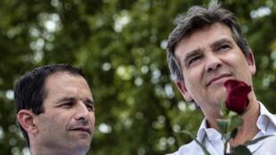 Benoît Hamon, ministro da Educação (à esq.), e Arnaud Montebourg, ministro da Economia, criticaram duramente a política econômica do governo socialista neste domingo (24) em Frangy-en-Bresse.