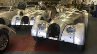 Dans l'atelier du constructeur britannique Morgan qui, dans sa gamme, propose un modèle à l'ancienne.