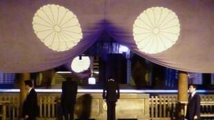 Cựu thủ tướng Nhật Taro Aso viếng đền Yasukuni hôm 21/04/2013 (REUTERS /Kyodo)