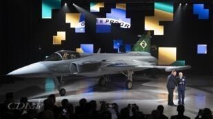 O primeiro caça Gripen brasileiro para o início da campanha de ensaios em voo foi apresentado em Linköping, na Suécia
