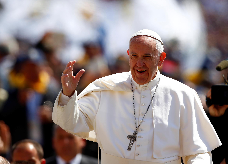 O papa Francisco leva à Colômbia uma mensagem de reconciliação nacional para consolidar os ainda frágeis acordos de paz entre o governo e as Farc.