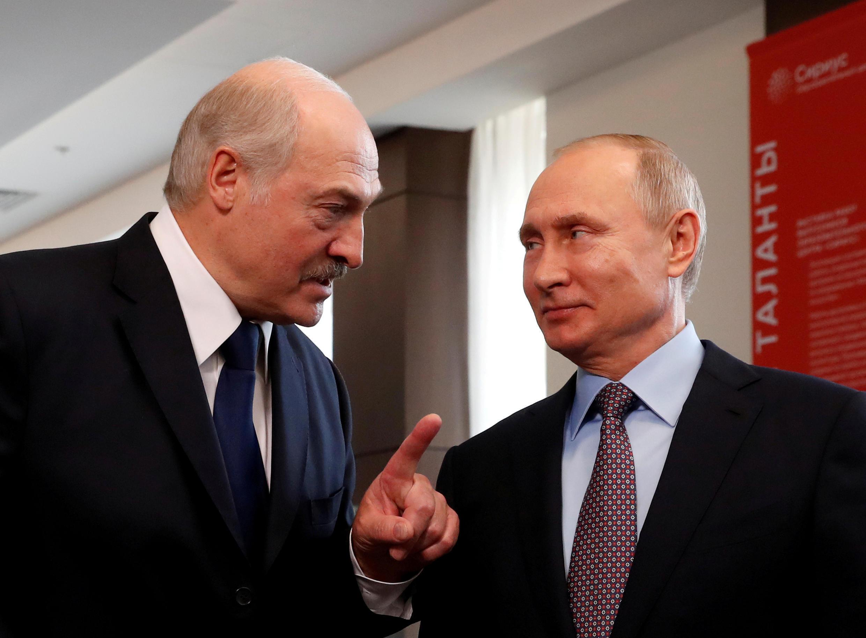 2020-08-27T112141Z_526334914_RC2BMI9DRVZC_RTRMADP_3_BELARUS-ELECTION-RUSSIA-PUTIN