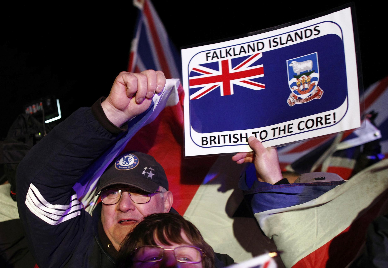 Os habitantes das Ilhas Malvinas, ou Falklands para os britânicos, decidiram nesta segunda-feira (11), por maioria absoluta, manter Malvinas território britânico.