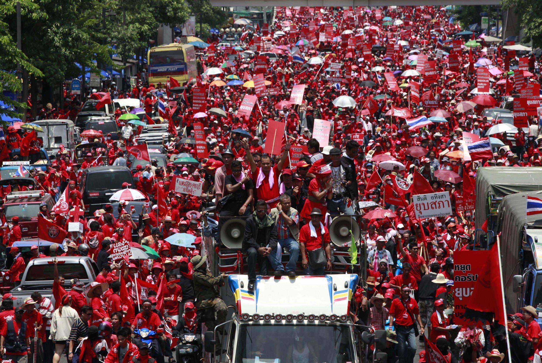 Simpatizantes del ex primer ministro Thaksin Shinawatra manifestaron en el centro de Bagkok, 3 de abril de 2010