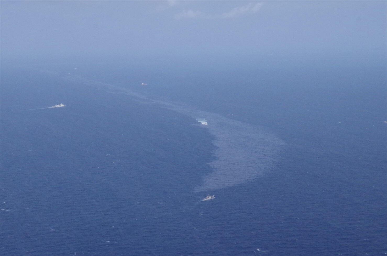Le pétrole contenu dans le Sanchi se répand désormais dans l'eau. Mer de Chine orientale, le 16 janvier 2018.