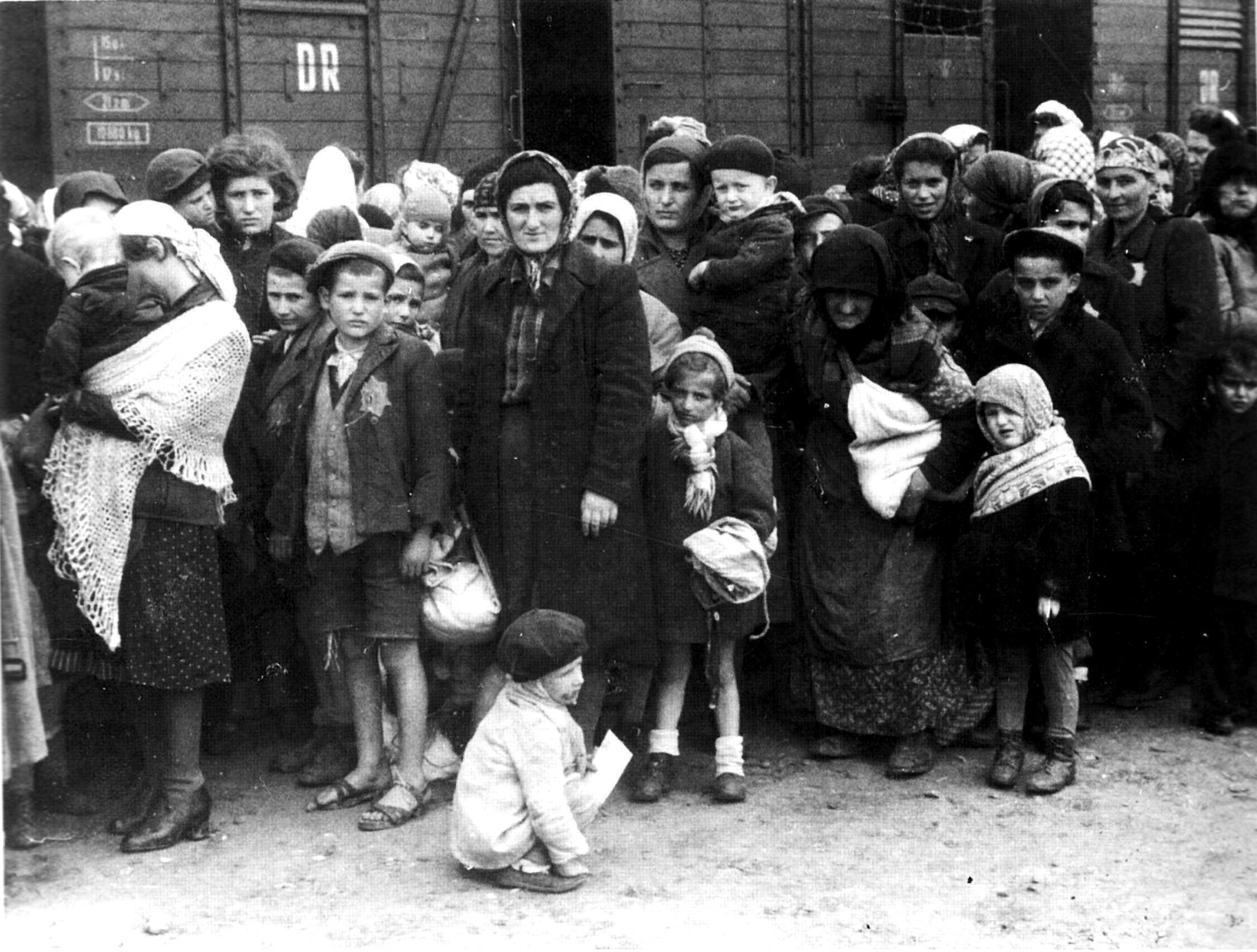 Judeus na rampa de seleção em Auschwitz, em maio de 1944