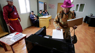 A villager votes for the parliamentary elections at a polling station on the outskirt of Ulaanbaatar, Mongolia, June 29, 2016.