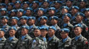 Trước khi lên đường sang Liban, binh sĩ Trung Quốc tham gia lực lượng gìn giữ hòa bình của Liên Hiệp Quốc đang nghe huấn thị tại Ngọc Khê (Yuxi), tỉnh Vân Nam (Yunnan), Trung Quốc, ngày 10/05/2019