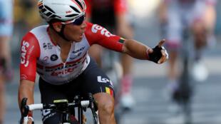 El velocista australiano Cadel Ewans celebra su primera victoria en el Tour de Francia 2019 tras ganar al sprint en la decimoprimera etapa con llegada a Toulouse.