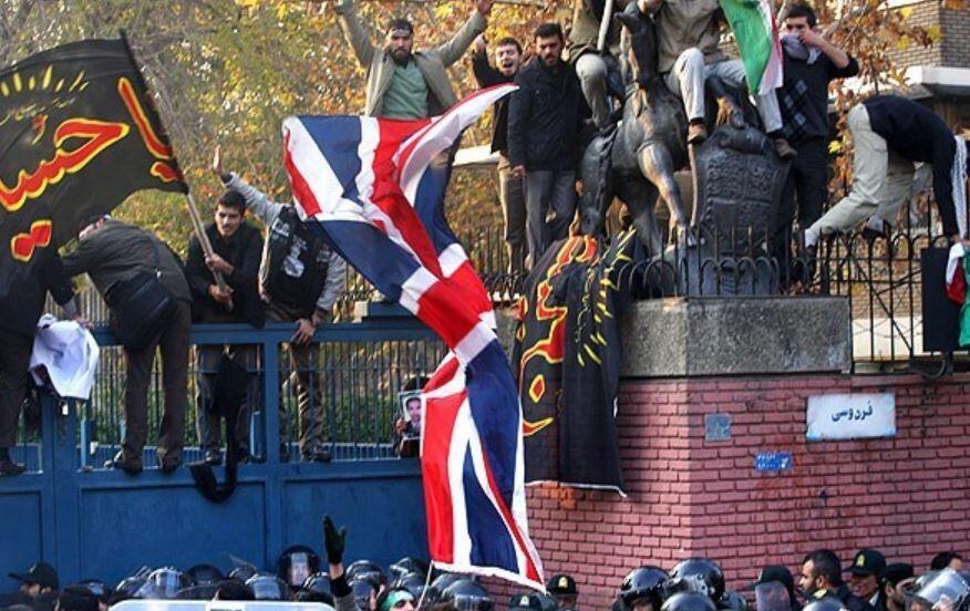 در حمله به سفارت بریتانیا در تهران، در سال ۱۳۹۰، مهاجمان، پرچمهای بریتانیا و  تصویر ملکه الیزابت را پاره کرده و به آثار هنری، وسایل کار و دفاتر موجود در ساختمان آسیب وارد ساختند.