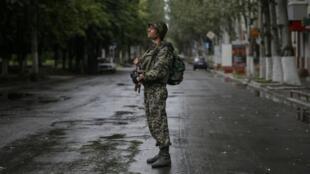 Un soldat ukrainien à Sloviansk, le 6 juillet 2014.
