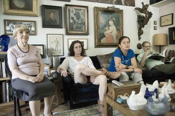 """Fotograma de """"Gatos viejos""""."""