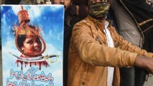 Des islamistes manifestent à Lahore le 1er février 2019 pour demander l'exécution d'Asia Bibi, accusée de blasphème.