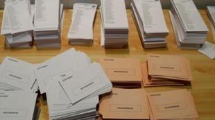 Boletines de voto en un centro electoral de Madrid. España, 10 de noviembre de 2019.