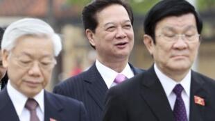 Ba lãnh đạo Việt Nam Nguyễn Phú Trọng, Nguyễn Tấn Dũng và Trương Tấn Sang trước buổi khai mạc kỳ họp Quốc hội ngày 22/10/2012