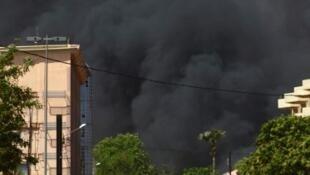 """Los ataques causaron """"siete muertos"""" entre las """"fuerzas de defensa y de seguridad"""" burkinesas, según la televisión pública."""