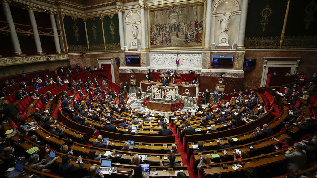 French parliament adopts health pass extension despite widespread protests