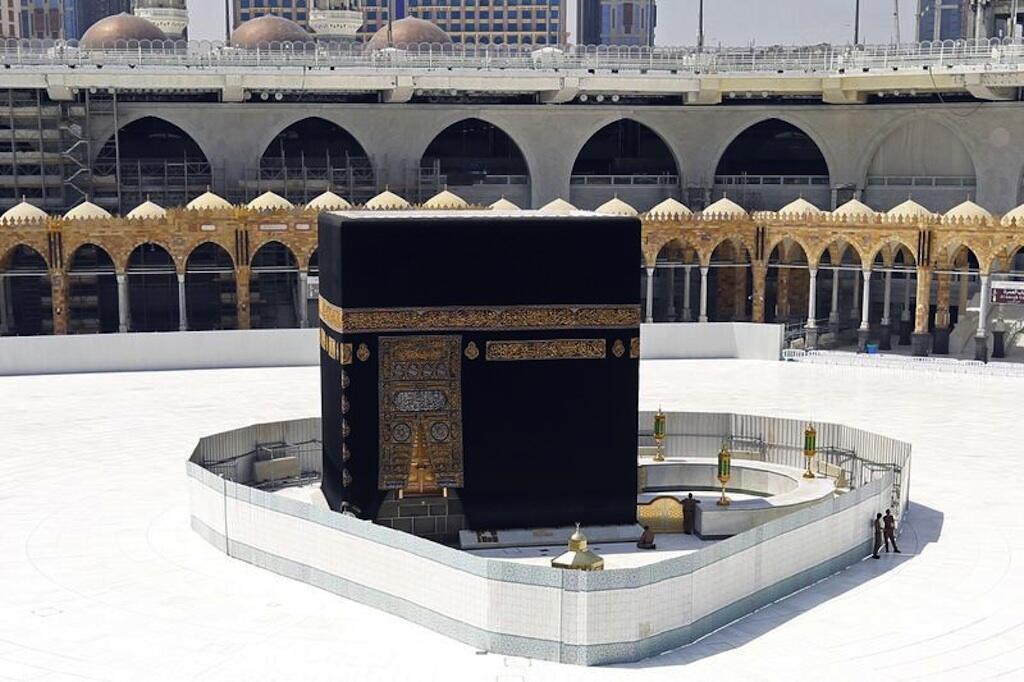 Saudi Arabia ndiko inakopatikana misikiti miwili mitakatifu zaidi: Masjid al-Haram, mjini Makka, ambao ndiyo kituo cha Ibada ya kila mwaka ya Hajj, na Masjid an-Nabawi – au Msikiti wa Mtume, katika mji wa Madina.