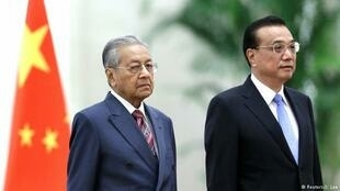 马来西亚总理马哈蒂尔与中国总理李克强。2018年8月20日。路透社