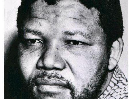 Leader charismatique de l'ANC, le Congrès national africain, le parcours de Mandela est dès 1962 ponctué de fréquents séjours en prison. Ici, Nelson Mandela en 1961.