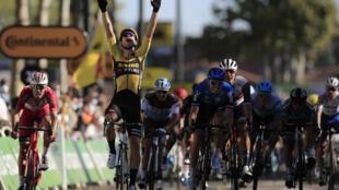 Le coureur de la Jumbo Wout van Aert vainqueur de la 7e étape du Tour de France à Lavaur, le 4 septembre 2020