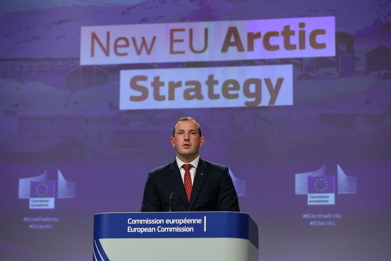 El comisario Virginijus Sinkevicius da una rueda de prensa tras una reunión de los miembros de la Comisión Europea, el 13 de octubre de 2021 en Bruselas