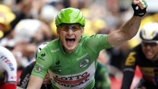 El aleman André Greipel se apunta su segunda victoria en el Tour de Francia 2015 tras llegar primero a la meta de Amiens.
