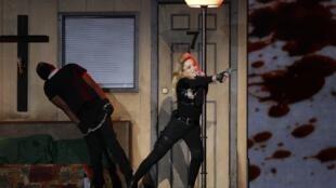 Show de Madonna no Stade de France, neste sábado 14 de julho de 2012, teve as mesmas performances polêmicas que marcam a carreira da cantora.