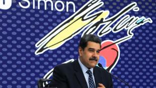 El presidente de Venezuela, Nicolás Maduro, habla durante el acto de entrega del Premio Nacional de Periodismo, el 28 de junio de 2021 en Caracas