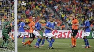 Cabeçada de Wesley Sneijder, que definiu a derrota do Brasil por 2-1 para a Holanda.