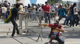 Biểu tình tại Fortaleza, gần sân vận động Castelao. Ảnh chụp ngày 27/06/2013