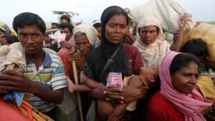 Wakimbizi kutoka jamii ya Rohingya katika kambi ya Bangladesh.