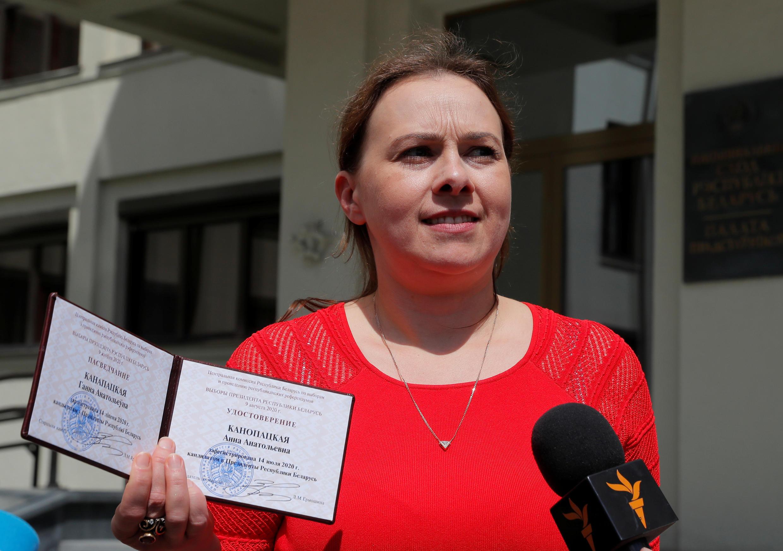 Анна Канопацкая с регистрационным удостоверением кандидата