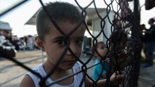 Crianças em campo de refugiados da ilha de Lesbos, na Grécia, em setembro de 2019.