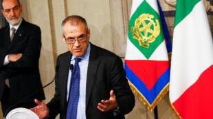 Ảnh minh họa: Ông Carlo Cottarelli phát biểu với báo giới sau cuộc hội kiến chính thức với tổng thống Ý Sergio Mattarella tại Roma, 28/05/2018