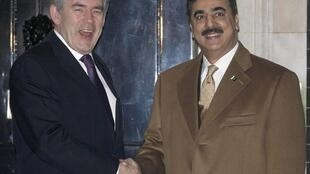 Le Premier ministre Gordon Brown et son homologue pakistanais devant le 10 Downing street à Londres, le 3 décembre 2009.