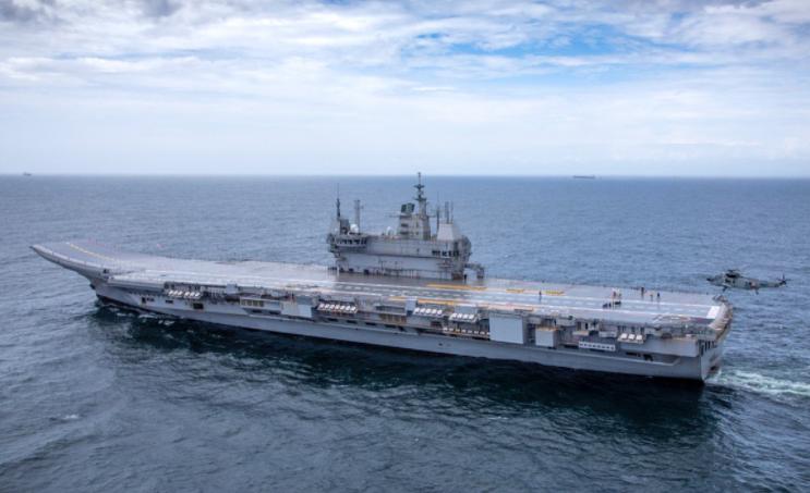 """印度首艘国产航空母舰 """"维克兰特""""号海试资料图片"""
