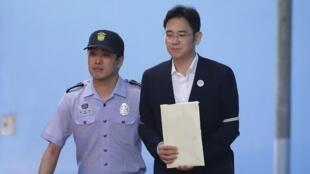 L'héritier de l'empire Samsung, Lee Jae-yong, après le verdict en première instance, le 25 août 2017.