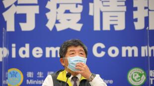 台灣防疫指揮中心指揮官陳時中(圖)2021年1月16日晚間臨時舉行記者會,宣布新增1例本土個案,為北部醫院護理師,曾和日前染疫醫師接觸;同病房逾30名護理人員居家隔離、22 名醫師在醫院隔離7天。
