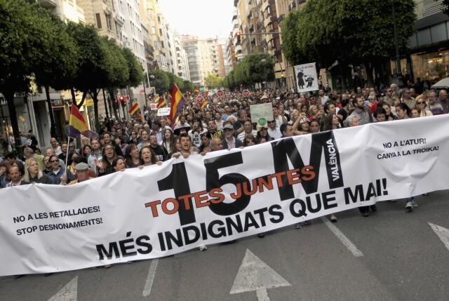 '15 M, todos juntos, más indignados que nunca', en Valencia, el pasado 12 de mayo.
