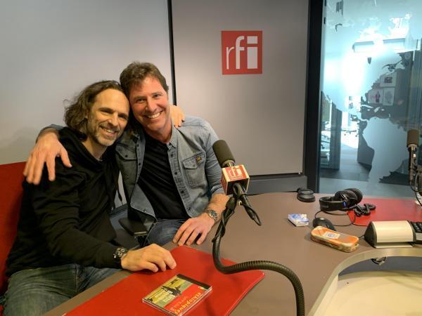 Pierre Guillaud-Lux et Eric Rebut au micro de Joe Farmer.