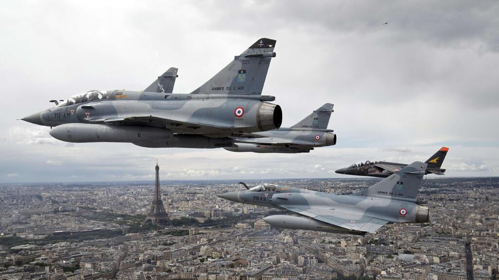 ប្រភេទយន្តហោះចម្បាំង Mirage 2000C នៅក្នុងឱកាសព្យុហយាត្រា ថ្ងៃបុណ្យជាតិបារាំង ១៤កក្កដា ២០១៦