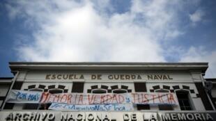 La fachada de la Escuela de Mecánica de la Armada (ESMA), el centro de detención clandestina más emblemático de los años de la dictadura argentina, en Buenos Aires en enero de 2016