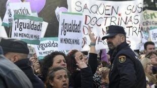 Manifestação de mulheres contra o partido de extrema direita Vox, em frente ao Parlamento regional da Andaluzia em Sevilha. 15/01/19
