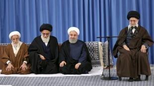 آیتالله خامنهای و حسن روحانی در مراسم عید مبعث